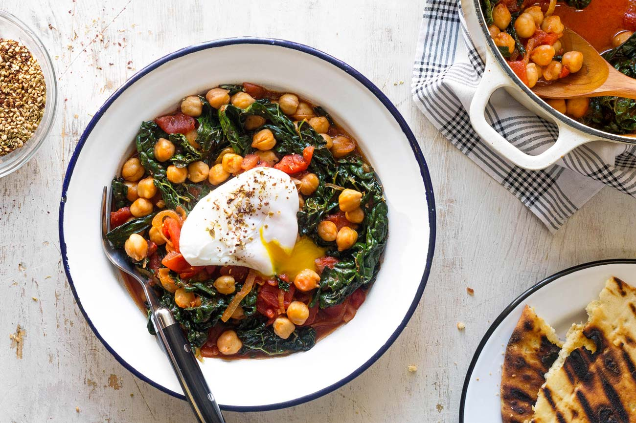 Chickpeas with kale and egg